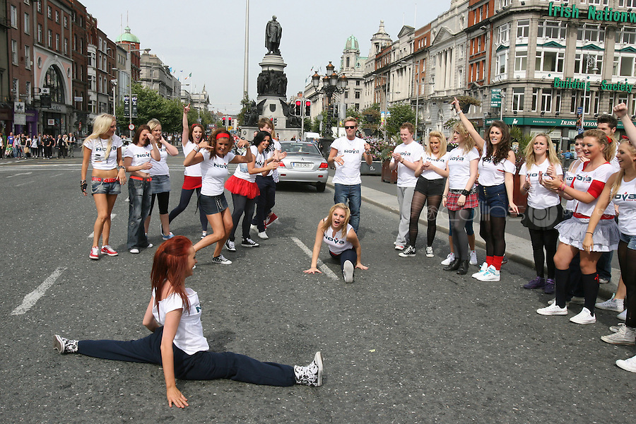 1/9/2010. RADIO NOVA LAUNCH. Dancers from blue bamboo are pictured on the O Connell Bridge Dublin for the launch of radio Nova.Picture James Horan/Colins