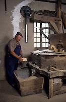 Europe/France/Midi-Pyrénées/12/Aveyron/Vallée de l'Aveyron/Belcastel : Le meunier [Non destiné à un usage publicitaire - Not intended for an advertising use] [<br /> PHOTO D'ARCHIVES // ARCHIVAL IMAGES<br /> FRANCE 2000