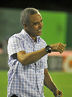 BARRANCABERMEJA- COLOMBIA- 25 -02-2016: Alexis Mendoza, técnico de Atletico Junior, durante partido entre Alianza Petrolera y Atletico Junior, por la fecha 6 de la Liga Aguila I-2016 jugado en el estadio Daniel Villa Zapata de la ciudad de Barrancabermeja.  / Alexis Mendoza, coach of Atletico Junior, during a match between Alianza Petrolera and Atletico Junior, for the date 6 of the Liga Aguila I-2016 at the Daniel Villa Zapata Stadium in Barrancabermeja city, Photo: VizzorImage  / Jose D. Martinez / Cont. (Best Quality Available)