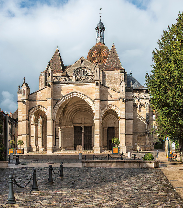 The romanesque basilica of Notre Dame, generally known as La Collégiale de Notre-Dame de Beaune, is a famous landmark in Beaune, Burgundy. Construction commenced in the second half of the 12th century and was completed early in the 13th century. The basilica is here seen in the light of a late afternoon sun.