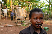Rwanda, Butare , 16 years old Hutu girl Chantalle with her young brothers living alone without parents as the father is in jail due to 1994 genocide crimes, mothers died / Ruanda Butare , Maedchen Chantalle 16 Jahre fuehrt mit ihren kleinen Bruedern einen Kinderhaushalt, ihr Vater ist wegen Verbrechen waehrend des Genozids 1994 im Gefaengnis, seine zwei Frauen starben frueh - MORE IMAGES AVALABLE!