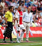 Nederland, Amsterdam, 17 juli 2015<br /> Oefenwedstrijd<br /> Ajax-VFL Wolfsburg (1-1)<br /> John Heitinga van Ajax staat klaar om in te vallen. Rechts Frank de Boer, trainer-coach van Ajax.