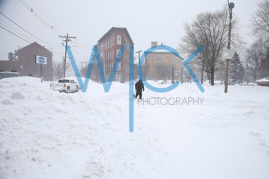 Blizzard coverage in Chelsea, MA on January 27, 2015. (Photo by Jared Wickerham/Wick Photography)