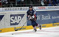 Martin Ancicka (Adler)<br /> Adler Mannheim vs. Straubing Tigers, SAP Arena<br /> *** Local Caption *** Foto ist honorarpflichtig! zzgl. gesetzl. MwSt. <br /> Auf Anfrage in hoeherer Qualitaet/Aufloesung. Belegexemplar an: Marc Schueler, Am Ziegelfalltor 4, 64625 Bensheim, Tel. +49 (0) 6251 86 96 134, www.gameday-mediaservices.de. Email: marc.schueler@gameday-mediaservices.de, Bankverbindung: Volksbank Bergstrasse, Kto.: 151297, BLZ: 50960101
