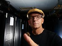 Portrait of Gerhard Vonend, IT engineer, in front of the digital storage center of the Hobos research center.<br /> Hobos- Université de Würzburg, Allemagne. Portrait de Gerhard Vonend, Ingénieur IT devant le centre de stockage numérique du centre de recherche Hobos.