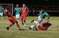 TUNJA - COLOMBIA, 07-02-2021: Mateo Rodas de Patriotas Boyaca F. C. y Angelo Rodriguez de Deportivo Cali disputan el balon, durante partido de la fecha 5 entre Patriotas Boyaca F. C. y Deportivo Cali por la Liga BetPlay DIMAYOR I 2021, jugado en el estadio La Independencia de la ciudad de Tunja. / Mateo Rodas of Patriotas Boyaca F. C. and Angelo Rodriguez of Deportivo Cali fight for the ball, during a match of the 5th date between Patriotas Boyaca F. C. and Deportivo Cali for the BetPlay DIMAYOR I 2021 League played at the La Independencia stadium in Tunja city. / Photo: VizzorImage / Macgiver Baron / Cont.