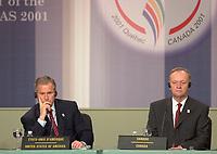 George W Bush et Jean Chretien en conference de presse de cloture du Sommet de Quebec, avril 2001<br /> <br /> PHOTO : Agence Quebec Presse