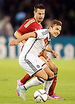 Spain's Cesar Azpilicueta (b) and Germany's Gotze during international friendly match.November 18,2014. (ALTERPHOTOS/Acero)