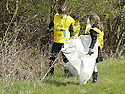 20/04/2010   Copyright  Pic : James Stewart.30_helix_litter  .::  HELIX PROJECT ::  KIDS FROM BRAES HIGH SCHOOL TAKE PART IN THE LITTER PICK AT THE FORTH & CLYDE CANAL BETWEEN LOCK 2 AND THE BLUE BRIDGE ::.