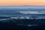 Great Britain, England, Dorset, Poole: Misty sunrise over Poole Harbour | Grossbritannien, England, Dorset, Poole: Morgennebel bei Sonnenaufgang ueber Poole Harbour