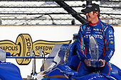 Verizon IndyCar Series<br /> Indianapolis 500 Qualifying<br /> Indianapolis Motor Speedway, Indianapolis, IN USA<br /> Monday 22 May 2017<br /> Scott Dixon, Chip Ganassi Racing Teams Honda poses for front row photos<br /> World Copyright: Phillip Abbott<br /> LAT Images<br /> ref: Digital Image abbott_indyQ_0517_21562