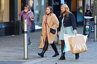 2020 11 27 Black Friday shoppers in Oxford Street, Swansea, Wales, UK