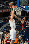 Real Madrid´s player Maciulis and Bayern Munich´s player Taylor during the 4th match of the Turkish Airlines Euroleague at Barclaycard Center in Madrid, Spain, November 05, 2015. <br /> (ALTERPHOTOS/BorjaB.Hojas)