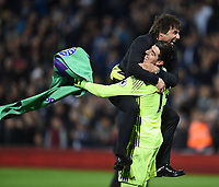 Bilder des Tages - SPORT Fu?ball, FC Chelsea vorzeitig englischer Meister Antonio Conte Chelsea manager celebrates with Goalkeeper Thibaut Courtois of Chelsea at the end of the Premier League match between West Bromwich Albion and Chelsea played at The Hawthorns Stadium, West Bromwich on 12th May 2017 / Football - Premier League 2016/17 West Bromwich Albion v Chelsea Hawthorns, The, Birmingham Rd, West Bromwich, United Kingdom 12 May 2017<br /> Il Chelsea allenato da Antonio Conte vince la Premier League <br /> Foto Bpi/Imago/Insidefoto <br /> ITALY ONLY