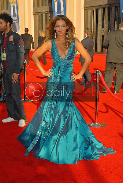 Beyonce Knowles<br />at the 34th Annual American Music Awards. Shrine Auditorium, Los Angeles, CA. 11-21-06<br />Dave Edwards/DailyCeleb.com 818-249-4998