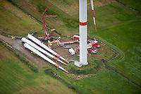 GERMANY aerial view of wind turbine in Northern Germany , construction site of wind turbine REpower 6M with 6 Megawatt / DEUTSCHLAND, Luftaufnahmen von Windkraftanlagen in Schleswig-Holstein, Aufbau einer REpower 6M mit 6 MW Nennleistung, REpower wurde 2014 in Senvion umbenannt