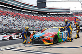 Monster Energy NASCAR Cup Series<br /> Food City 500<br /> Bristol Motor Speedway, Bristol, TN USA<br /> Monday 24 April 2017<br /> Kyle Busch, M&M's Toyota Camry pit stop<br /> World Copyright: Matthew T. Thacker<br /> LAT Images<br /> ref: Digital Image 17BMS1mt1506
