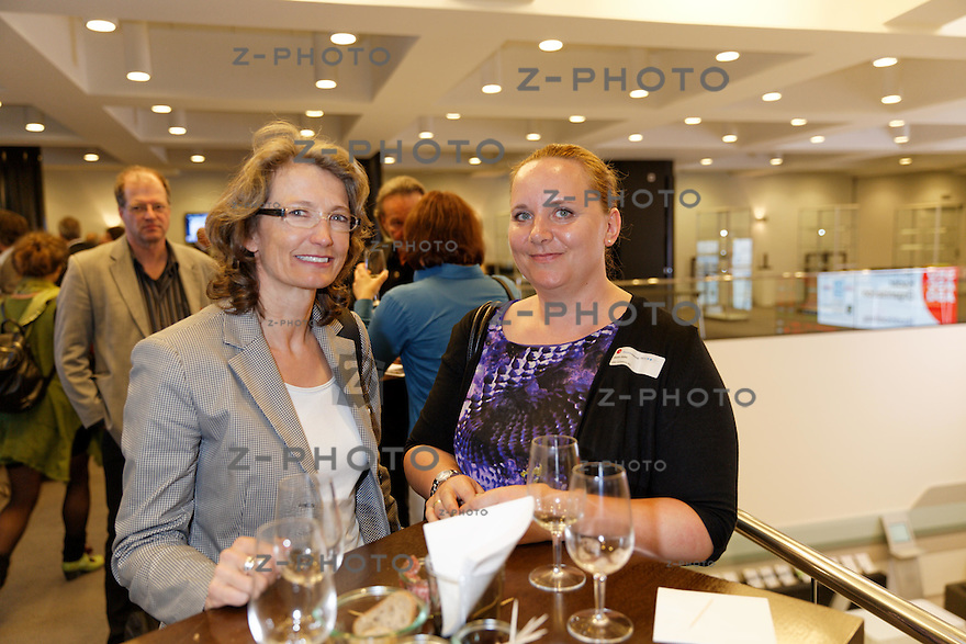v.l.n.r. Irene Mueller, Karin Goetz<br /> am 32. SKO LeaderCircle am 12. Maerz 2014 im SIX Swiss Exchange,  Zuerich<br /> <br /> Copyright © Zvonimir Pisonic