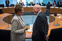 Sitzung des NSA-Untersuchungsausschuss am Mittwoch den 17. Juni 2015.<br /> Im Bild vlnr.: Susanne Mittag, stellv. Ausschuss-Vorsitzende im Gespraech mit Gerhard Schindler, Praesident des Bundesnachrichtendienst, BND, musste als Zeuge vor den Untersuchungsausschuss.<br /> 17.6.2015, Berlin<br /> Copyright: Christian-Ditsch.de<br /> [Inhaltsveraendernde Manipulation des Fotos nur nach ausdruecklicher Genehmigung des Fotografen. Vereinbarungen ueber Abtretung von Persoenlichkeitsrechten/Model Release der abgebildeten Person/Personen liegen nicht vor. NO MODEL RELEASE! Nur fuer Redaktionelle Zwecke. Don't publish without copyright Christian-Ditsch.de, Veroeffentlichung nur mit Fotografennennung, sowie gegen Honorar, MwSt. und Beleg. Konto: I N G - D i B a, IBAN DE58500105175400192269, BIC INGDDEFFXXX, Kontakt: post@christian-ditsch.de<br /> Bei der Bearbeitung der Dateiinformationen darf die Urheberkennzeichnung in den EXIF- und  IPTC-Daten nicht entfernt werden, diese sind in digitalen Medien nach §95c UrhG rechtlich geschuetzt. Der Urhebervermerk wird gemaess §13 UrhG verlangt.]