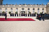 Paris (75)- Palais de l'Elysee- Ceremonie d installation de M. Emmanuel MACRON, PrÈsident de la RÈpublique, le dimanche 14 mai , le dÈpart de Francois Hollande