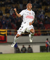 BOGOTA -COLOMBIA. 19-02-2014.  Camilo Perez  de Once Caldas   celebra el  gol anotado por su compañero Patricio Perez con el cual empato 1 gol por uno contra Millonarios   durante el partido por la sexta fecha de La liga Postobon 1 disputado en el estadio El Campin. / Camilo Perez of Once Caldas celebrates the goal scored by teammate Patricio Perez with which I tied one 1 goal during the match against Millonarios in the sixth round of the Postobon one league match at El Campin Stadium. Photo: VizzorImage/ Felipe Caicedo / Staff