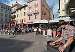 Switzerland, Ticino, Lugano: selling chestnuts at Piazza delle Riforma | Schweiz, Tessin, Lugano: Maronenverkaeufer auf der Piazza della Riforma