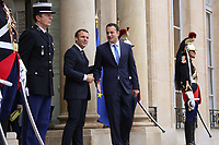 EMMANUEL MACRON, LEO VARADKAR - LE PRESIDENT EMMANUEL MACRON RACCOMPAGNE LE PREMIER MINISTRE D'IRLANDE LEO VARADKAR, PALAIS DE L'ELYSEE, PARIS, FRANCE, LE 24/10/2017.