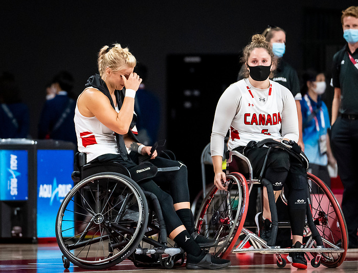 Kathleen Dandeneau and Arinn Young, Tokyo 2020 - Wheelchair Basketball // Basketball en fauteuil roulant.<br /> Canada takes on the USA in the wheelchair basketball quarterfinal // Le Canada affronte les États-Unis en quart de finale de basketball en fauteuil roulant. 31/08/2021.