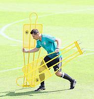 Assistenztrainer Miroslav Klose (Deutschland, Germany) bereitet das Training vor - 28.05.2018: Training der Deutschen Nationalmannschaft zur WM-Vorbereitung in der Sportzone Rungg in Eppan/Südtirol