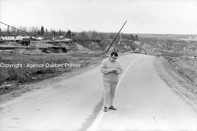Saint-Jean-Vianney - Le gouffre<br /> , le 4 mai 1971<br /> <br /> Photographe : Jacques Thibault - Agence Quebec Presse