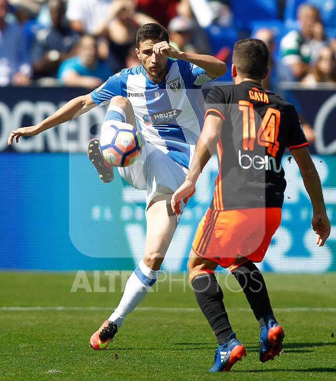 CD Leganes' Omar Ramos (l) and Valencia CF's Jose Luis Gaya during La Liga match. September 25,2016. (ALTERPHOTOS/Acero)