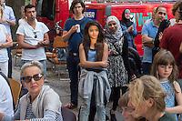 Feier zu 125 Tagen Fluechtlingspaten Syrien e.V.<br /> Der Verein hilft Fluechtlingen aus Syrien in Berlin eine neue Heimat zu finden. Die Fluechtlingspaten verpflichten sich fuer die Buergerkriegsfluechtlinge finanziell aufzukommen.<br /> 20.8.2015, Berlin<br /> Copyright: Christian-Ditsch.de<br /> [Inhaltsveraendernde Manipulation des Fotos nur nach ausdruecklicher Genehmigung des Fotografen. Vereinbarungen ueber Abtretung von Persoenlichkeitsrechten/Model Release der abgebildeten Person/Personen liegen nicht vor. NO MODEL RELEASE! Nur fuer Redaktionelle Zwecke. Don't publish without copyright Christian-Ditsch.de, Veroeffentlichung nur mit Fotografennennung, sowie gegen Honorar, MwSt. und Beleg. Konto: I N G - D i B a, IBAN DE58500105175400192269, BIC INGDDEFFXXX, Kontakt: post@christian-ditsch.de<br /> Bei der Bearbeitung der Dateiinformationen darf die Urheberkennzeichnung in den EXIF- und  IPTC-Daten nicht entfernt werden, diese sind in digitalen Medien nach §95c UrhG rechtlich geschuetzt. Der Urhebervermerk wird gemaess §13 UrhG verlangt.]