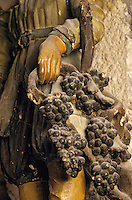 Europe/France/Auvergne/63/Puy-de-Dôme/Volvic: L'église (XIIème siècle) - Détail de la statue de Saint-Verny (XVIIème siècle)