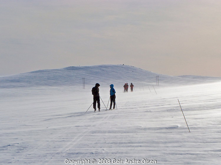 Skiiers in windy conditions at Venabygdsfjell in the Norwegian mountains