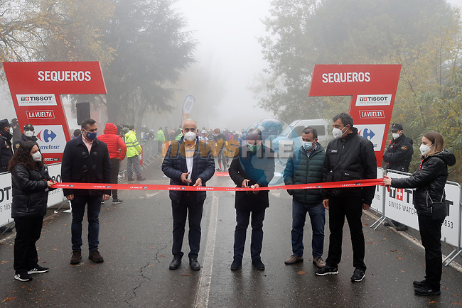 Cutting the ribbon before the start of Stage 17 of the Vuelta Espana 2020, running 178.2km from Sequeros to Alto de la Covatilla, Spain. 7th November 2020. <br /> Picture: Luis Angel Gomez/PhotoSportGomez | Cyclefile<br /> <br /> All photos usage must carry mandatory copyright credit (© Cyclefile | Luis Angel Gomez/PhotoSportGomez)