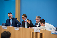 """Bundesgesundheitsminister Jens Spahn (CDU) stellte am Montag den 1. April 2019 mit den Bundestagsabgeordneten Georg Nuesslein (CDU/CSU), Prof. Karl Lauterbach (SPD) und Petra Sitte (Linkspartei) in Berlin den Gesetzentwurf """"Organspende - doppelte Widerspruchsloesung"""" vor.<br /> Im Bild vlnr.: Jens Spahn, Karl Lauterbach, Georg Nuesslein, Petra Sitte.<br /> 1.4.2019, Berlin<br /> Copyright: Christian-Ditsch.de<br /> [Inhaltsveraendernde Manipulation des Fotos nur nach ausdruecklicher Genehmigung des Fotografen. Vereinbarungen ueber Abtretung von Persoenlichkeitsrechten/Model Release der abgebildeten Person/Personen liegen nicht vor. NO MODEL RELEASE! Nur fuer Redaktionelle Zwecke. Don't publish without copyright Christian-Ditsch.de, Veroeffentlichung nur mit Fotografennennung, sowie gegen Honorar, MwSt. und Beleg. Konto: I N G - D i B a, IBAN DE58500105175400192269, BIC INGDDEFFXXX, Kontakt: post@christian-ditsch.de<br /> Bei der Bearbeitung der Dateiinformationen darf die Urheberkennzeichnung in den EXIF- und  IPTC-Daten nicht entfernt werden, diese sind in digitalen Medien nach §95c UrhG rechtlich geschuetzt. Der Urhebervermerk wird gemaess §13 UrhG verlangt.]"""