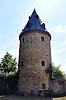 Graulturm (14. Jh.), einzig erhaltener, runder Stadtmauerturm mit kegelförmigem Steinhelm der spätmittelalterlichen Stadtbefestigung, Flößerstraße in Gau-Algesheim