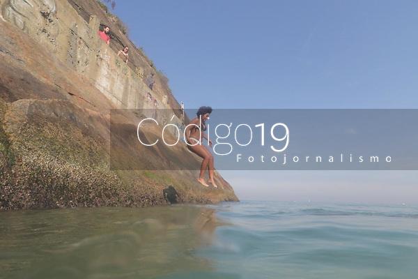 RJ. RIO DE JANEIRO. 13.07.19. CLIMA PRAIA. Movimentação de banhistas na praia do Leme,  zona sul, neste sábado de inverno. (Foto: Ellan Lustosa / Codigo19)