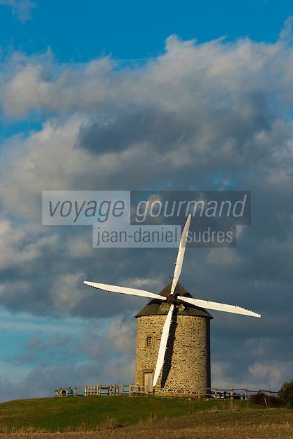 Europe/France/Basse-Normandie/50/Manche/Baie du Mont-Saint-Michel/Pontorson:  le Moulin à vent de Moidrey //  France, Manche, Bay of Mont Saint Michel, Pontorson:  the Windmill of Moidrey