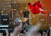 With Full Force XVI 2009 in Roitzschjora bei Leipzig - Metal Heads aus ganz Europa kommen zur Metaller Tagung - im Bild: Social Distortion -  Frontman Mike Ness  . Foto: Norman Rembarz..