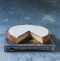 Europe/France/Pays de la Loire/44/Loire-Atlantique/Nantes : Gâteau nantais - Stylisme : Valérie LHOMME // France, Loire Atlantique, Nantes, Gateau Nantais (typical cake from Nantes) (food stylist Valerie LHOMME)