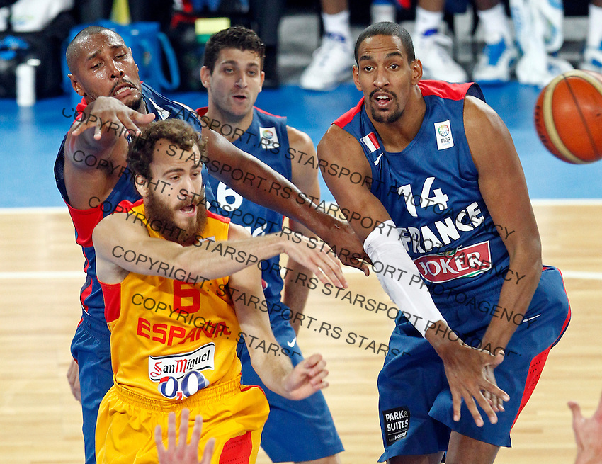"""Sergio Rodriguez of Spain and France`s Boris Diaw, Antoine Diot and Alexis Ajinca in action during European basketball championship """"Eurobasket 2013"""" semifinal basketball game between Spain and France in Stozice Arena in Ljubljana, Slovenia, on September 20. 2013. (credit: Pedja Milosavljevic  / thepedja@gmail.com / +381641260959)"""