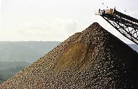 Cia. Vale do Rio Doce, Serra Sossego, Pilha de minério.<br />Canãa dos Carajás-Pará-Brasil<br />Foto: Paulo Santos/ Interfoto<br />Negativo 135 Nº 8501 T6  F11a