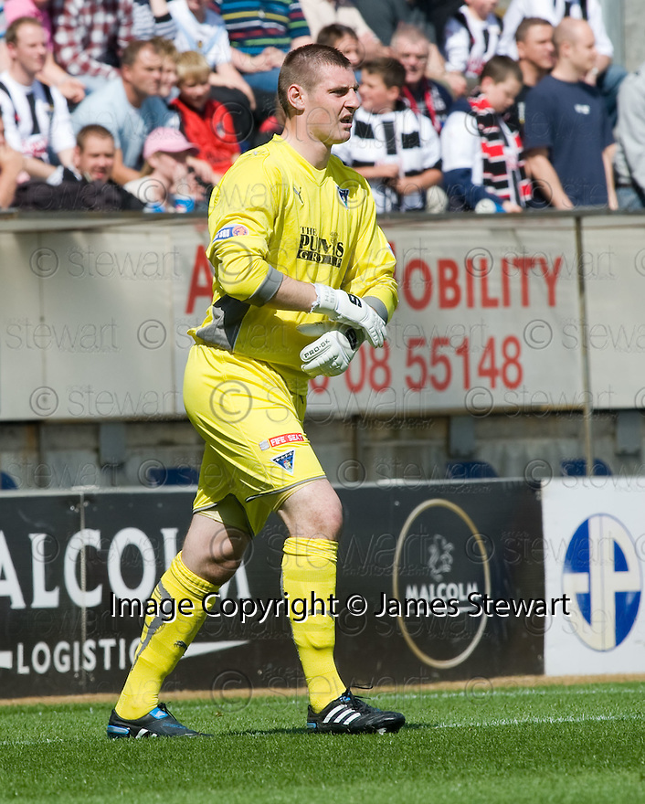 07/08/2010   Copyright  Pic : James Stewart.sct_jsp025_falkirk_v_dunfermline  .::  DUNFERMLINE KEEPER CHRIS SMITH :  .James Stewart Photography 19 Carronlea Drive, Falkirk. FK2 8DN      Vat Reg No. 607 6932 25.Telephone      : +44 (0)1324 570291 .Mobile              : +44 (0)7721 416997.E-mail  :  jim@jspa.co.uk.If you require further information then contact Jim Stewart on any of the numbers above.........