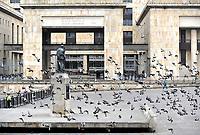 BOGOTÁ – COLOMBIA, 27-05-2018: Palomas vuelan en La Plaza de Bolívar, durante la jornada de elecciones Presidenciales para el periodo 2018-2022. Doves fly in the Plaza de Bolívar, during the presidential election day for the period 2018-2022. Photo: VizzorImage/ Luis Ramirez / Staff.