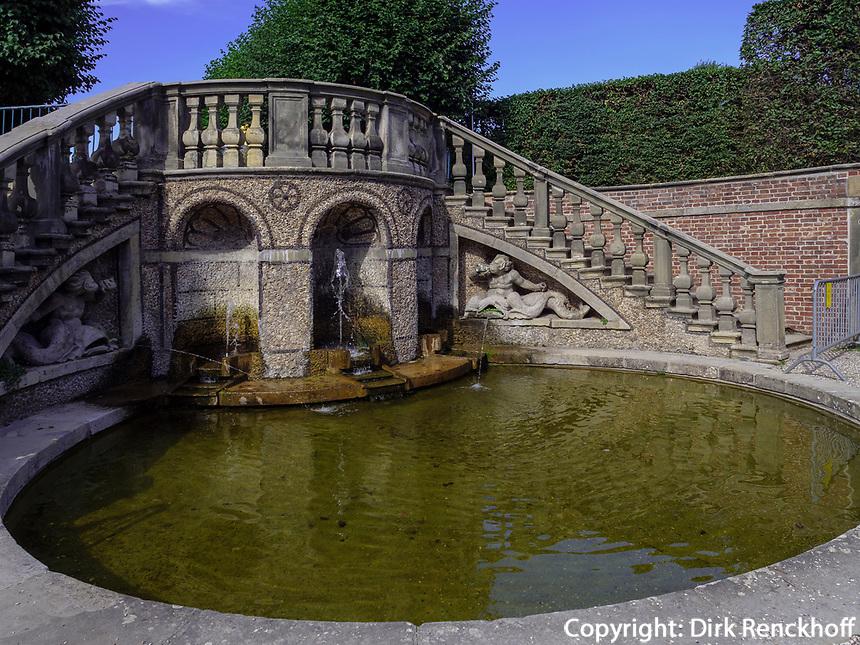 Garten-Theater, Großer Garten der barocken Herrenhäuser Gärten, Hannover, Niedersachsen, Deutschland, Europa<br /> Garden theatre and Orangery in Great Garden of baroque Herrenhausen Gardens, Hanover, Lower Saxony, Germany, Europe