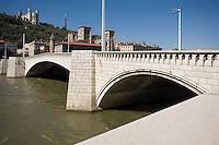 Europe/France/Rhône-Alpes/69/Rhône/Lyon: Pont Bonaparte et L'église primatiale Saint-Jean (Gothique) et la basilique Notre-Dame-de-Fourvière (1896 Gothico-byzantine)