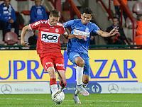 KV Kortrijk - KRC Genk : duel tussen Nebojsa Pavlovic (links) en Igor De Camargo (r) <br /> Foto VDB / Bart Vandenbroucke