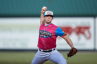 Pescados de Carolina starting pitcher Zach Mort (27) in action against the Delmarva Shorebirds at Five County Stadium on September 4, 2021 in Zebulon, North Carolina. (Brian Westerholt/Four Seam Images)