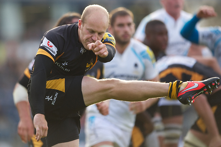 Joe Simpson of London Wasps clears his line during the Aviva Premiership match between London Wasps and Worcester Warriors at Adams Park on Sunday 7th October 2012 (Photo by Rob Munro)